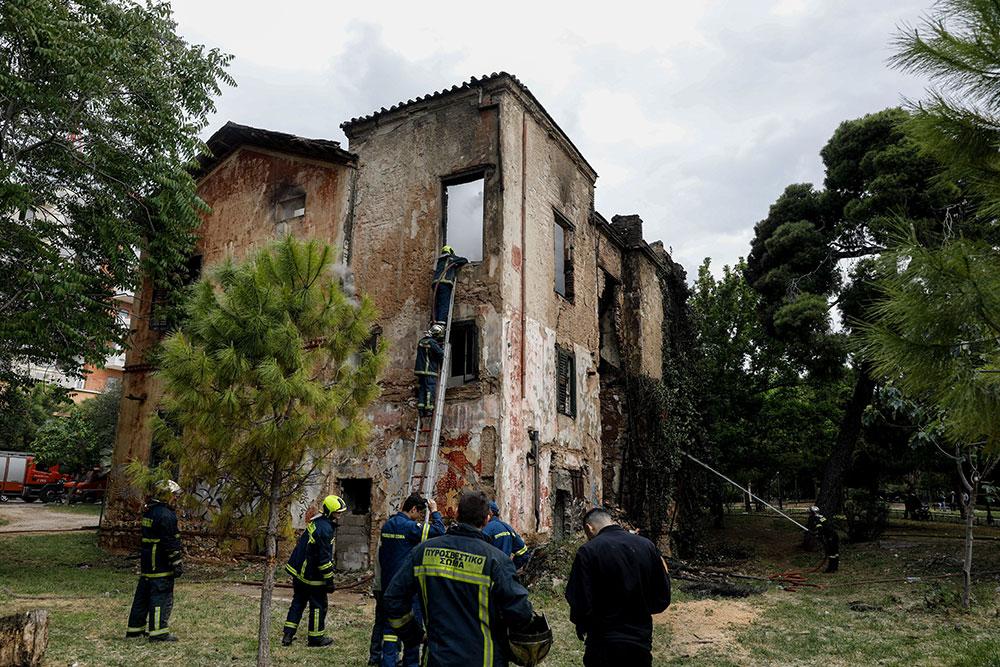 Φωτιά στην Βίλα Κλωναρίδη: Χάθηκε άλλο ένα παλιό αρχοντικό στην καρδιά της Αθήνας