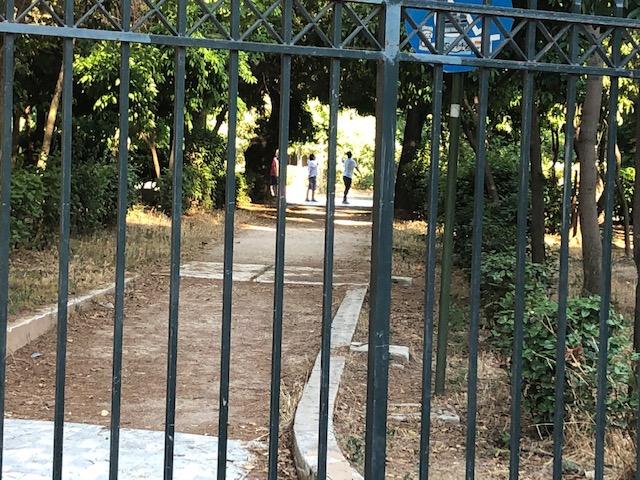 Επιμένουμε Πεδίο του Άρεως:  Γιατί είναι κλειστή η είσοδος από Μαυρομματαίων;