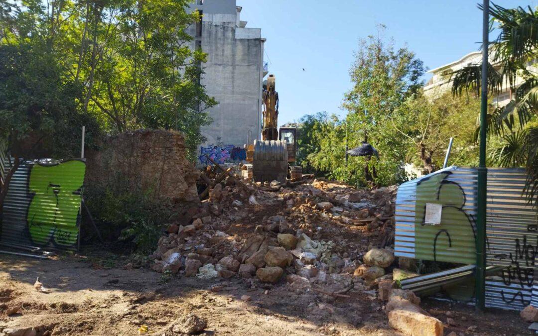 Ο Δήμος Αθηναίων με μπουλντόζες γκρέμισε ένα από τα διατηρητέα κτίρια του κτήματος Δρακόπουλου
